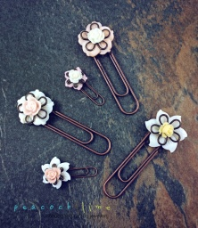 flower-paperclip-book-marks